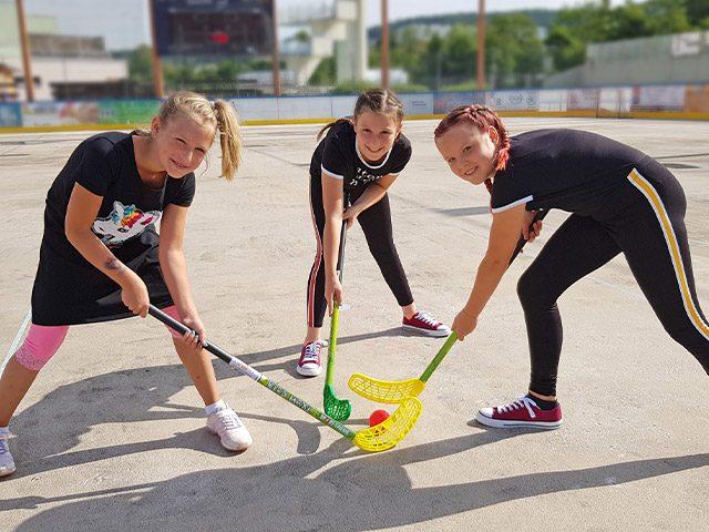 Drei Mädchen beim Floor-Ball