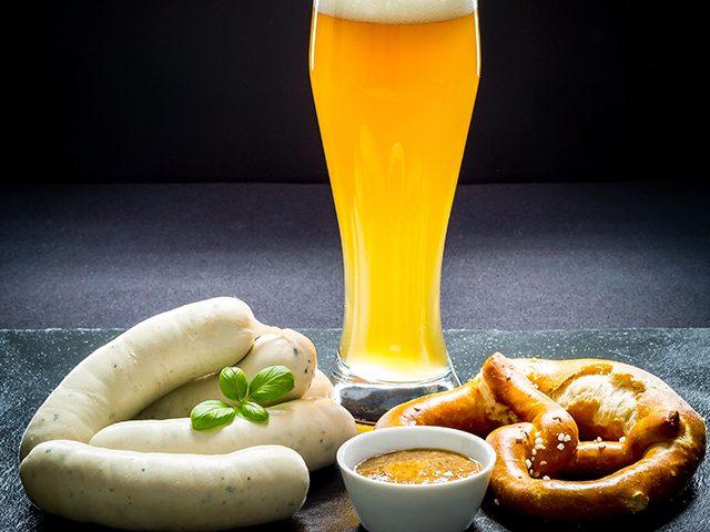 Weisswurst mit Brezel und Bier